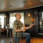 Leif Pettersen juggling oranges