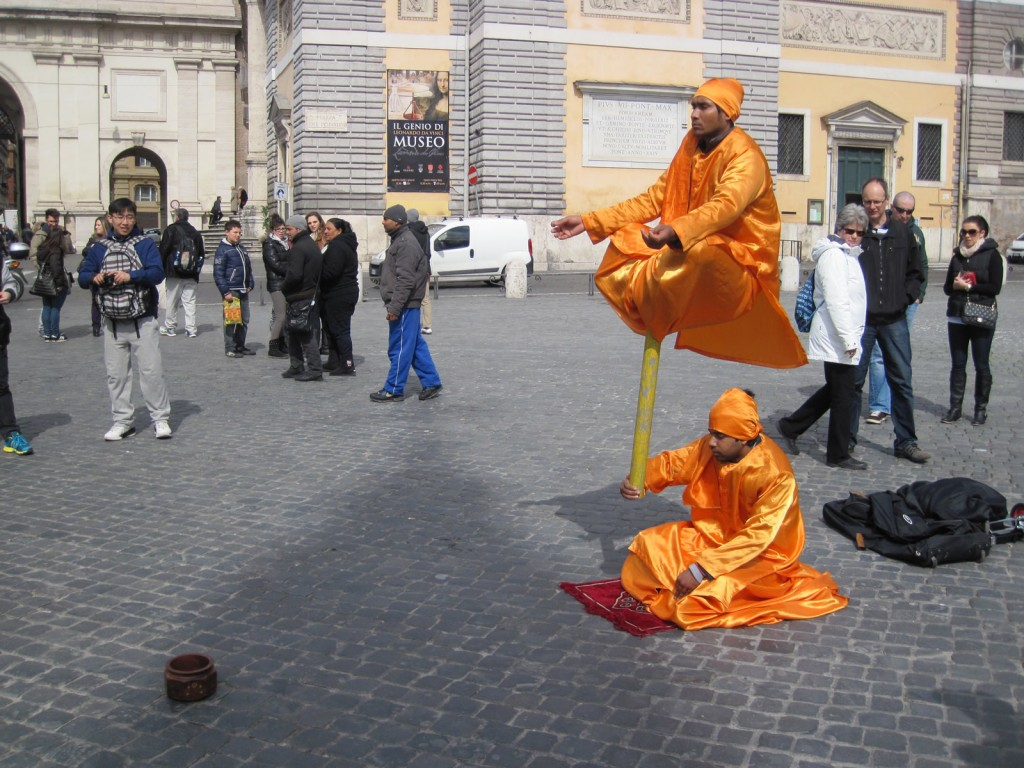 Living statues in Rome